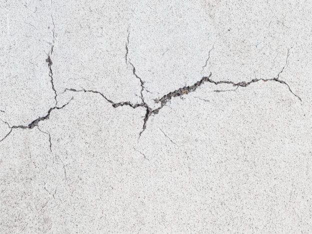 concrete crack causes solutions